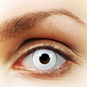 Białe soczewki kolorowe na oku