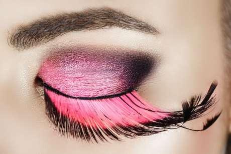 rzęsy różowe i make up